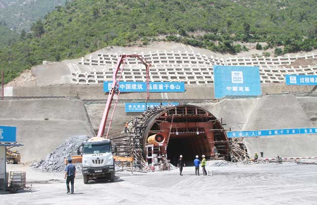 Infrastructures/pénétrante de Bejaia : accélération des travaux de bétonnage dans deux tunnels