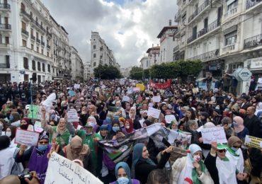 Les femmes luttent pour leurs droits : vers une Algérie féminine et insoumise !?